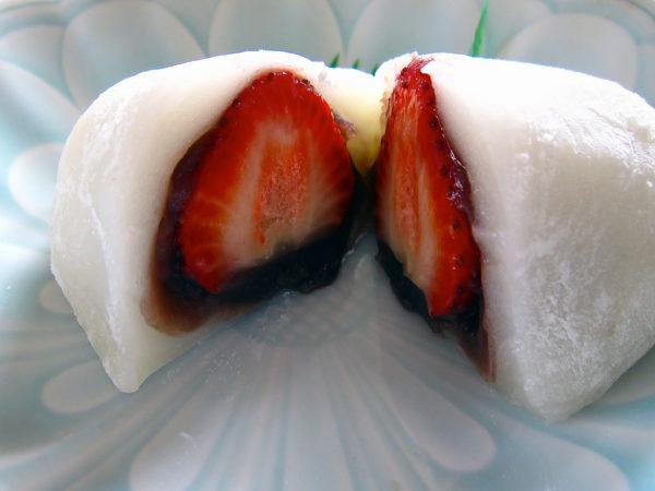 mochi strawberry